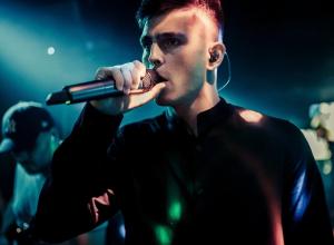 «Примеряя стиль других, оставаться собой» - актёр и музыкант Аркадий Слинчук