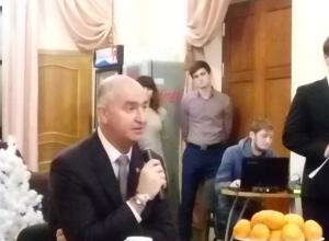 Глава Новороссийска Игорь Дяченко начал пресс-конференцию