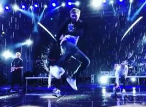Билан отжигал под новороссийским ливнем, а его концертный директор извинялся