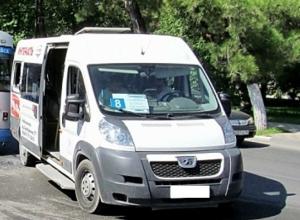 Водитель, выкинувший жительницу Новороссийска из автобуса, не имел права садиться за руль
