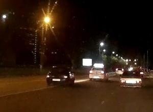 Опасную езду по встречке устроил водитель в Новороссийске
