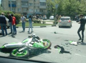 Мотоциклист с большим стажем угодил под колеса резкой автоледи в Новороссийске