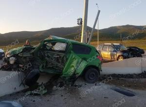 ДТП по трассе Геленджик-Новороссийск превратило легковушки в груды металла