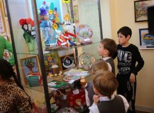Платные выставки стали обязательными для посещения в школах Новороссийска