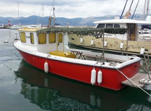 Новороссиец предлагает прогулки и рыбалку в открытом море