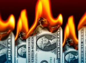 От угрозы катастрофы долларовых вкладов россиян власти прячут голову в песок