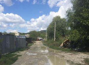 Нелегкий путь приходится пройти по дороге в школу в новороссийском селе