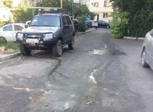 Зловония от мусорных баков текут по всему двору в Новоросссийске