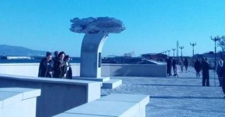 Памятник хамсе снова требует денег у новороссийских властей