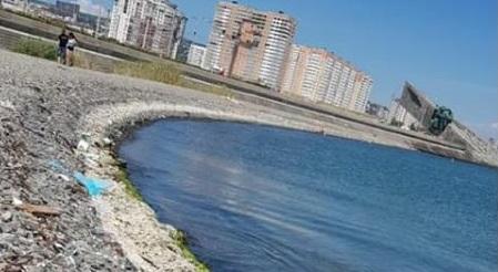 Дорога из мусора ведет к мемориалу Малая земля в Новороссийске