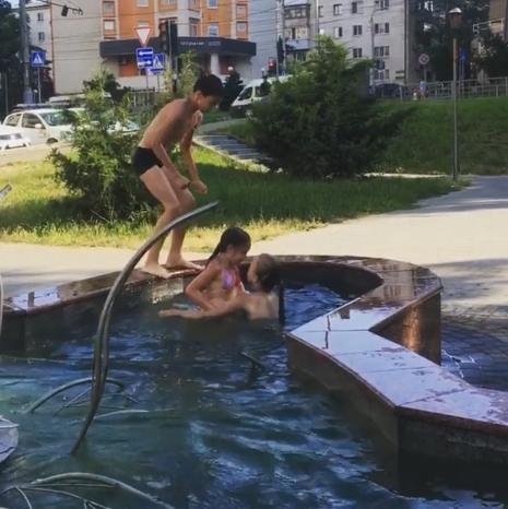 В Новороссийске появился опасный фонтан