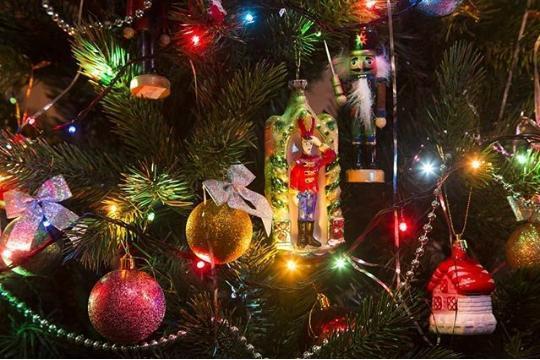 Почти 2 миллиона потратит администрация Новороссийска на новогодние подарки