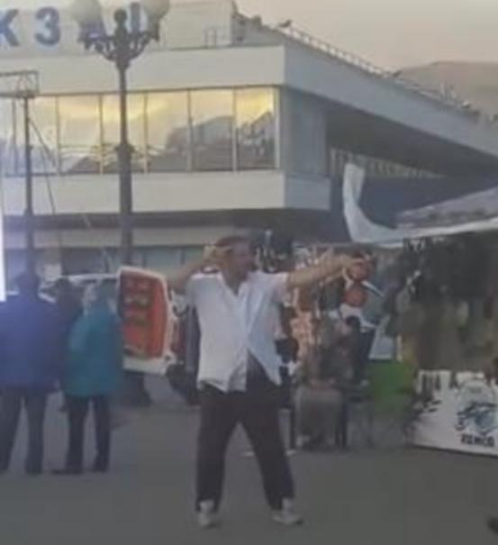 Молодой холостяк Михаил и его веселящий мед взорвали фестиваль хамсы в Новороссийске