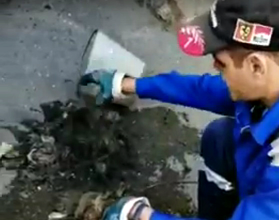 Новороссийцы превратили канализацию в мусорку