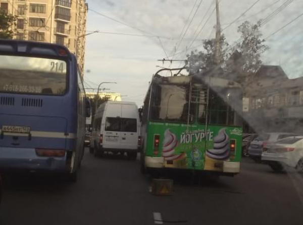 Столкновение общественного транспорта привело к коллапсу в Новороссийске