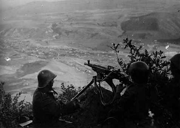 Новороссийск 75 лет назад: врага атакуют с двух сторон