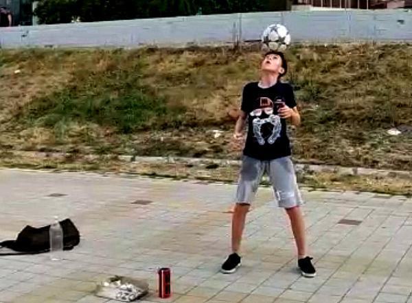 В России есть футбол! Юный новороссиец доказал