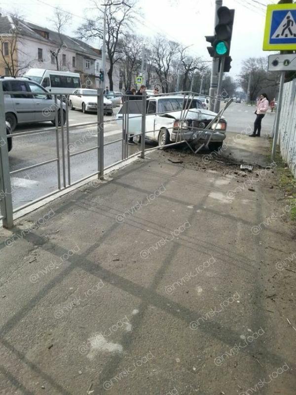 Жуткая авария с участием «Жигули» произошла в центре Новороссийска
