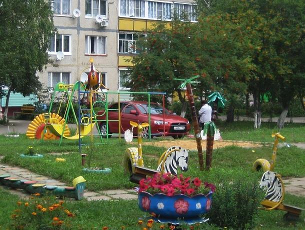 Двухлетняя девочка выпала из окна 5-го этажа в Новороссийске: не выдержала москитная сетка