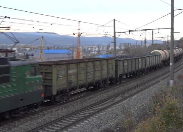Грузовой поезд сбил человека под Новороссийском