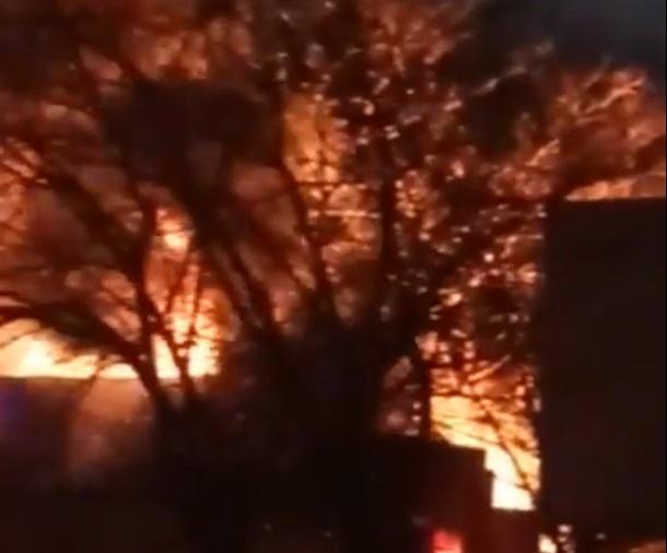 «Хорошо отметили 8 марта». В Новороссийске заполыхал пожар