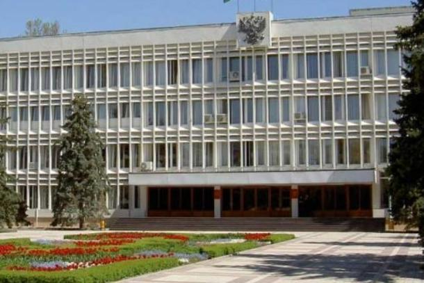Чиновников Новороссийска, пойманных на антикоррупционном законе, наказали