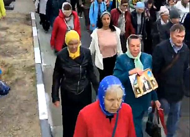 «Рядом широченная набережная.... почему по дороге, бабули?» - новороссийцы о Крестном ходе