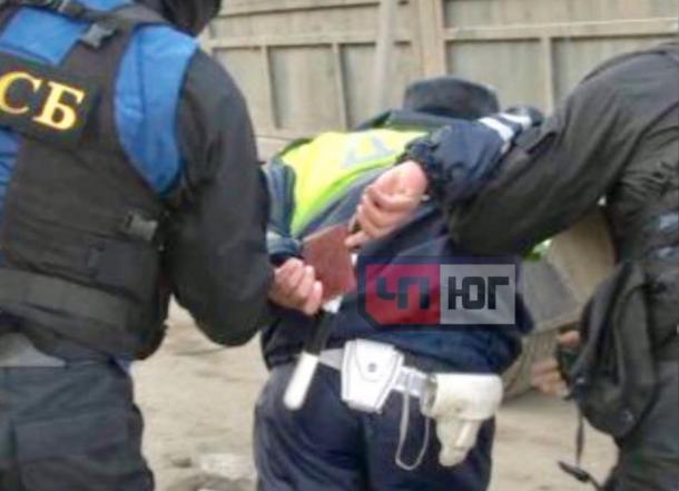 Силовики задержали сотрудника ДПС при получении взятки у соседей Новороссийска