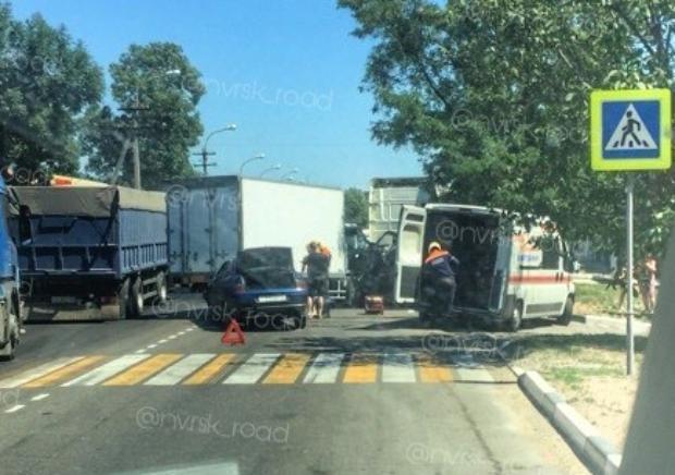 Страшно ребёнка в садик возить: в Новороссийске после ДТП водителя вырезали из машины
