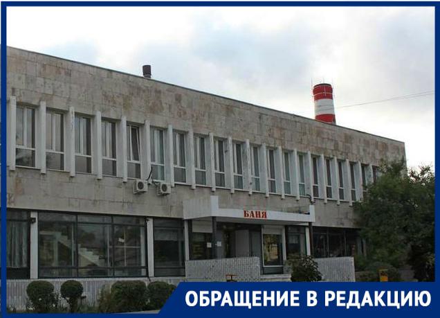 Потолки в сырости, грязный бассейн и тараканы - во что превратилась баня Новороссийска