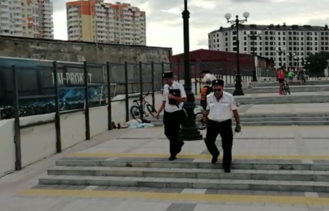 Мужчина умер на набережной в Новороссийске