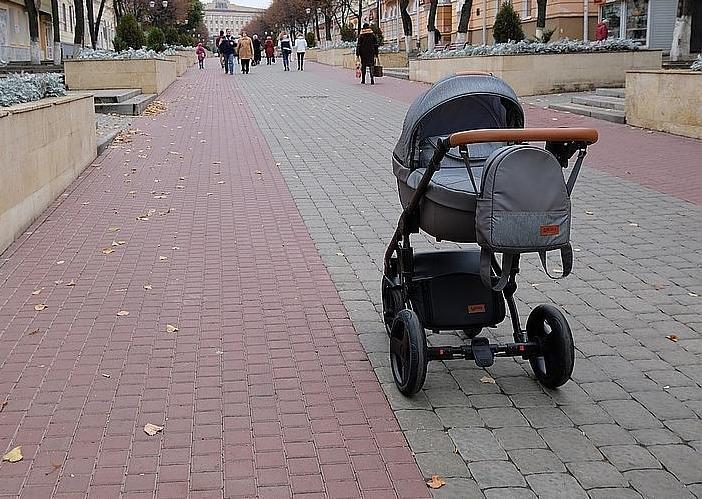 В Новороссийске дети распылили газ в коляску с малышом