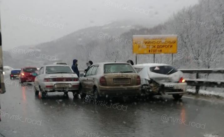 Массовое ДТП и сбитая женщина - дорожная ситуация в Новороссийске