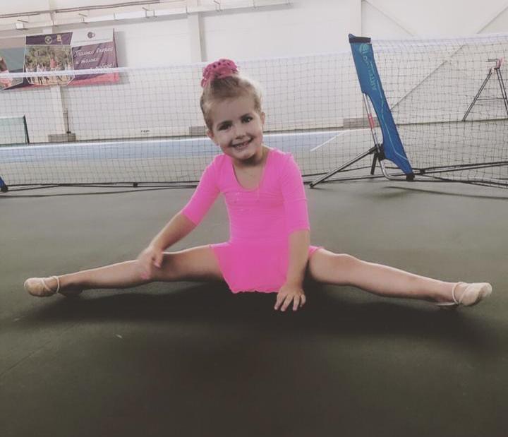 Маленькая гимнастка Кира Азарова - еще один талантливый ребенок в Новороссийске
