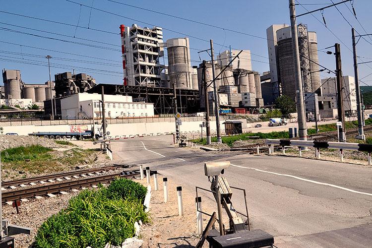 Железнодорожный переезд в Верхнебаканском закроют на ремонт