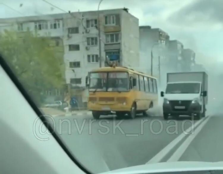 Автобус со школьниками задымил всю дорогу в Новороссийске