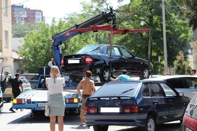 Для строительства дороги «Обход 13 микрорайона» эвакуируют автомобили новороссийцев