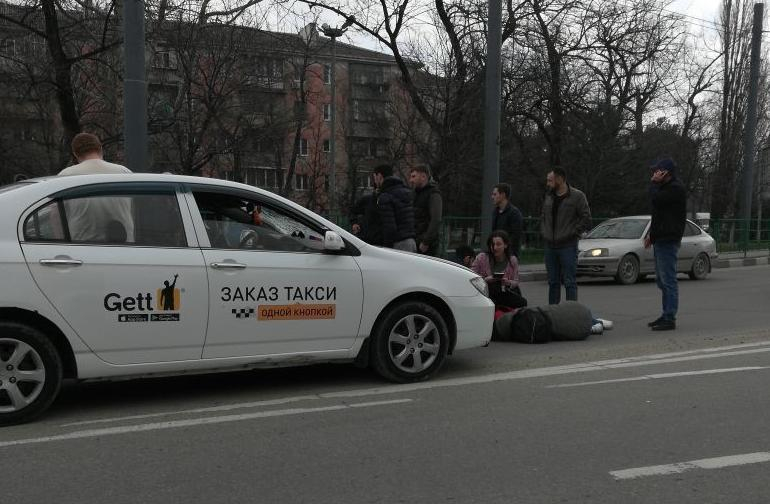 Таксист сбил двух пешеходов на «зебре» в Новороссиске