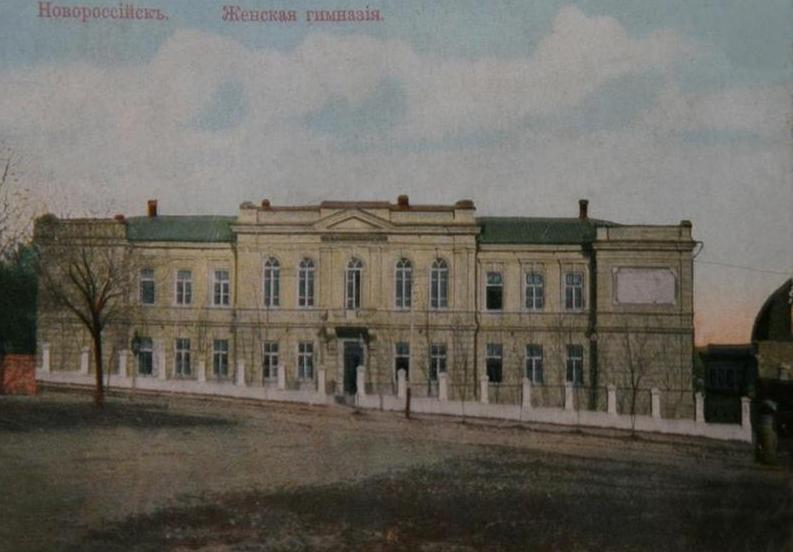 Календарь: Новороссийские учителя просят деньги у полицмейстера