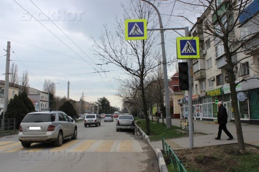 - Новый светофор в Новороссийске стоит значительно меньше! - Виктор Алеулов