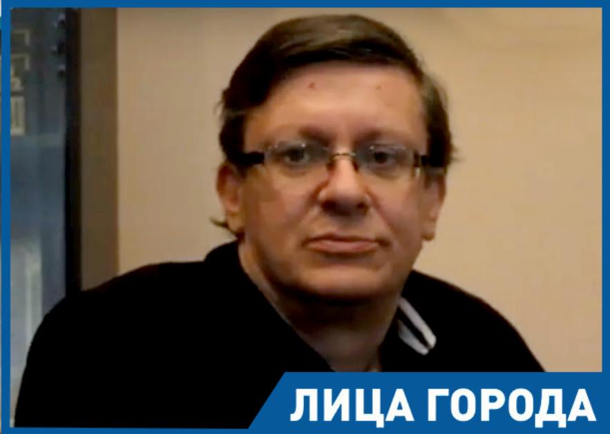 - Театр стал для меня ориентиром и спас мне жизнь, - директор гортеатра Олег Бередин