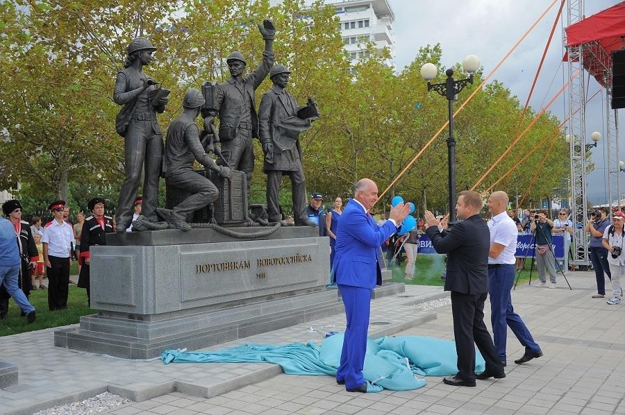 Коллективное подсознательное города-героя: мир, труд, Ленин