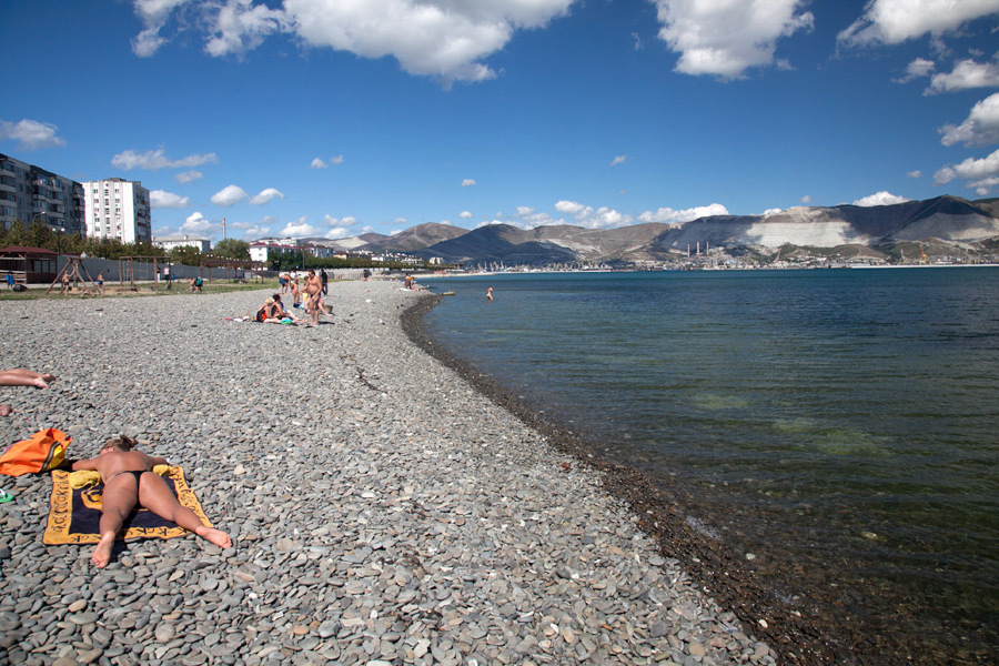 Работать, общаться и загорать одновременно на пляжах Новороссийска можно будет уже в этом сезоне