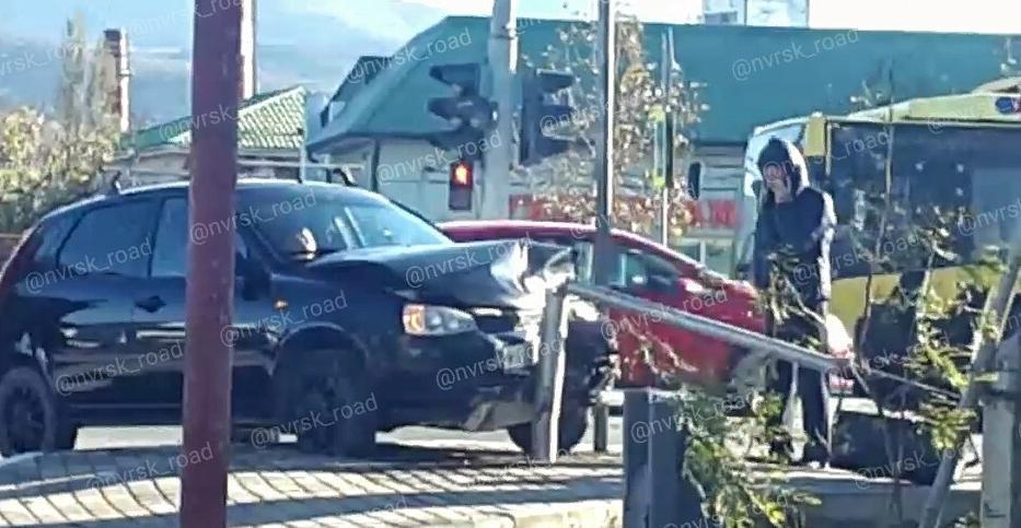 «Лада Калина» сбила светофор в Новороссийске