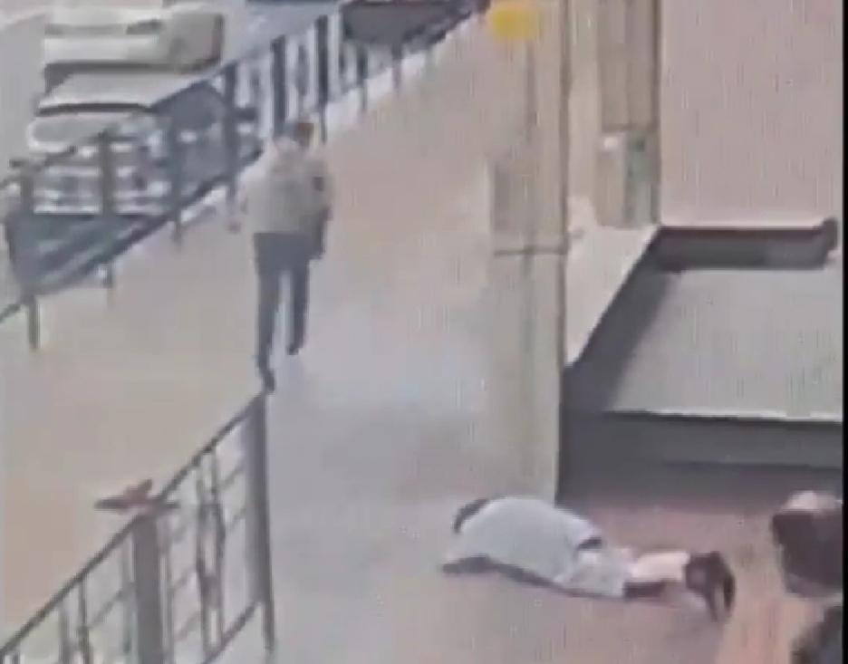 Циничное нападение на бабушку в Новороссийске попало на видео