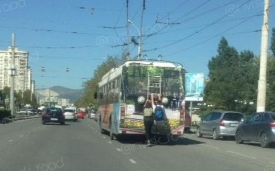 Зацеперы в Новороссийске идут на абордаж троллейбусов
