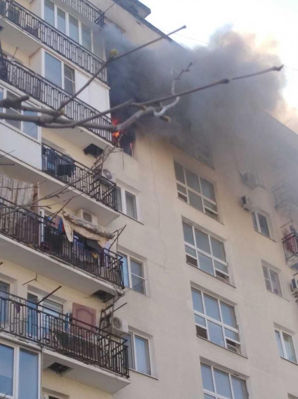 Пожар разгорелся в многоквартирном доме Новороссийска