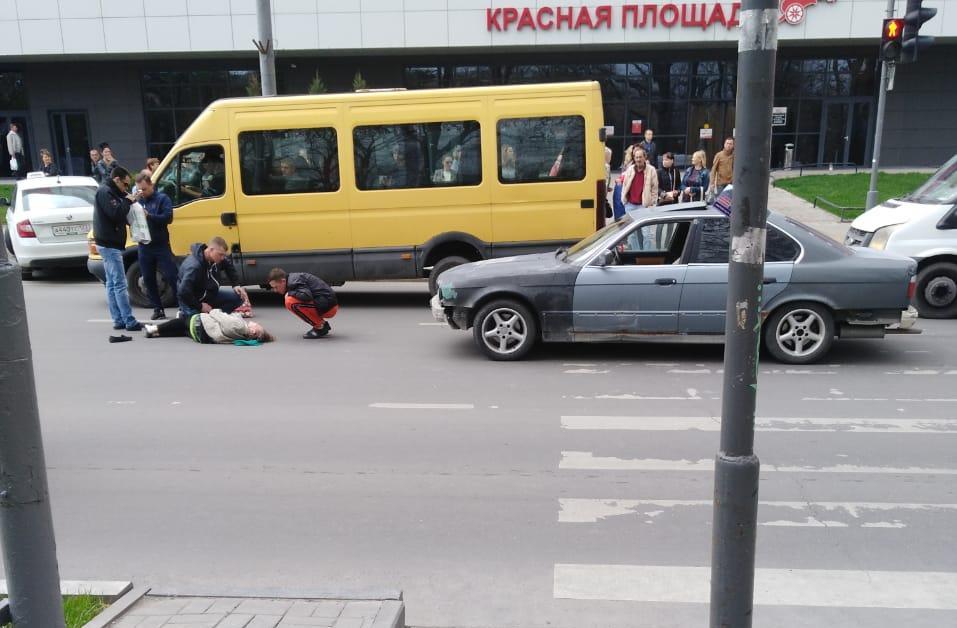ДТП в центре Новороссийска. Женщина отлетела на несколько метров от «зебры»