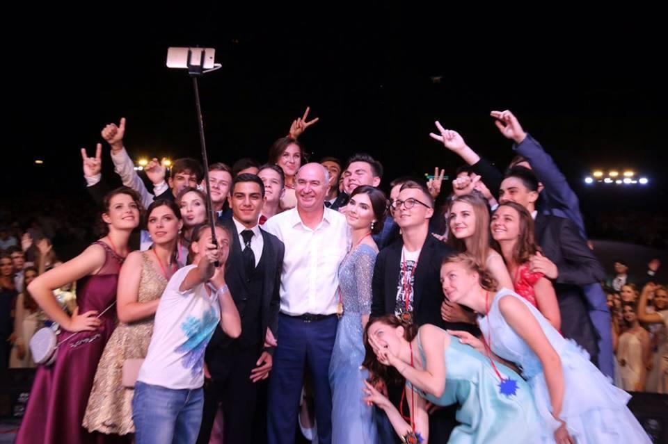В соцсетях поздравил глава города новороссийскую молодёжь с международным праздником