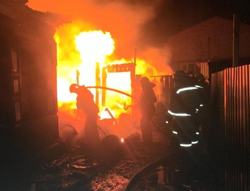 Новороссийские огнеборцы вытащили из пожара 82-летнего дедушку